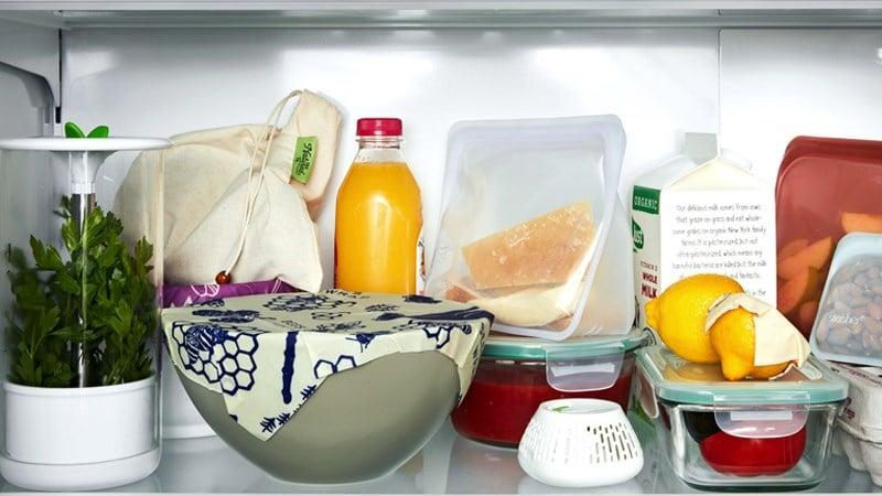 Hãy cho những thực phẩm nhưthức ăn thừa vào ngăn tủ trên cùng