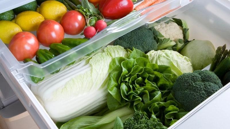 Hộc tủ có thiết kế giúp duy trì độ ẩm thích hợp chocác loại rau,củ,quả