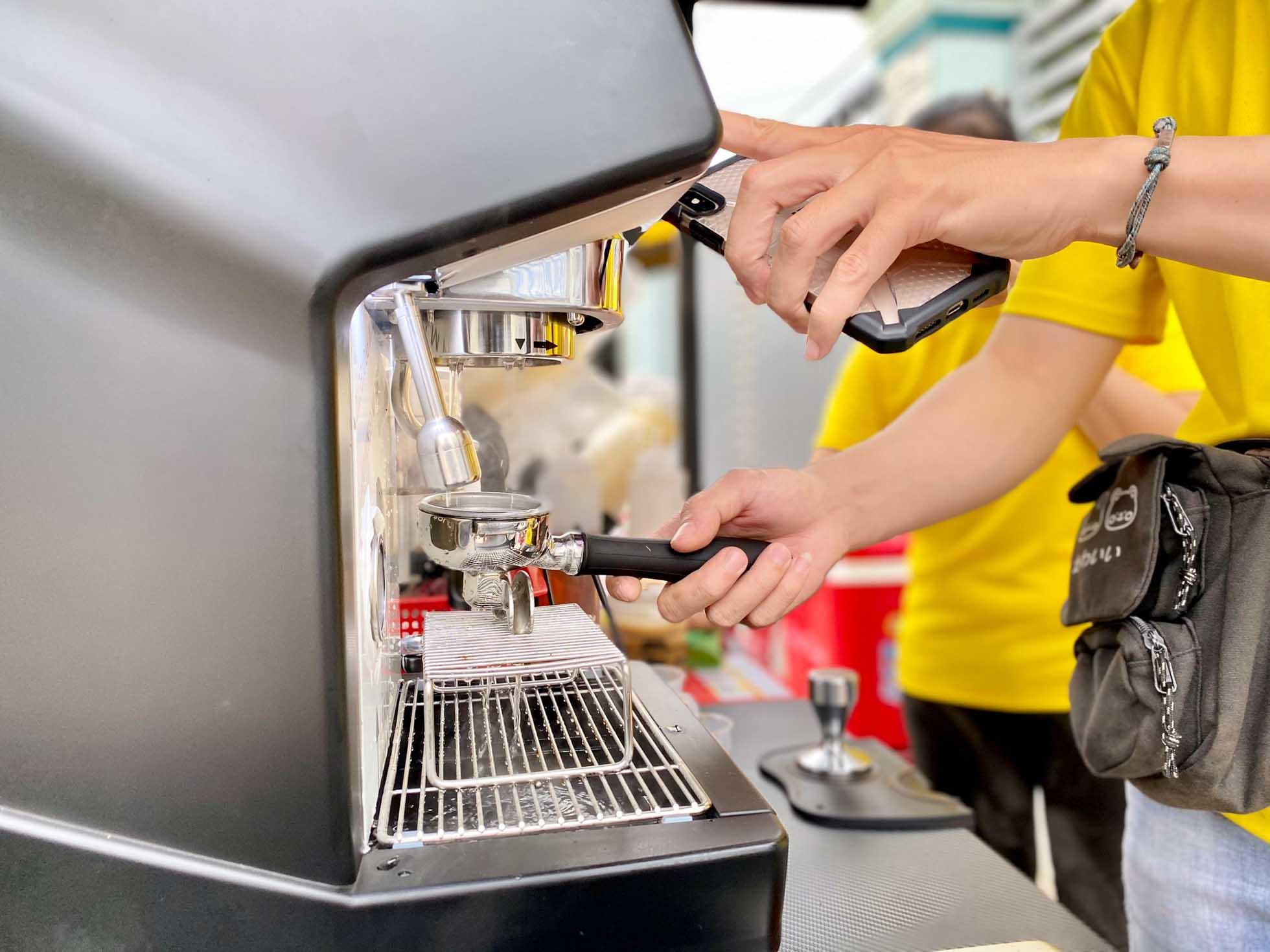 Mô hình kinh doanh khác biệt mua xe đẩy bán cafe take away